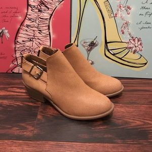 NWT Soda Ankle Booties Tan Size 8